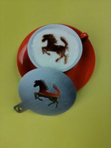 Meine-Kaffeeschablone mit Ferrari Logo für ein Autohaus